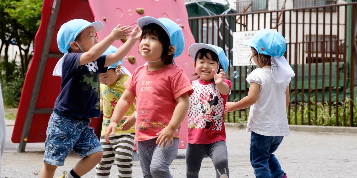 五感を使ってのびのびと遊ぶ子